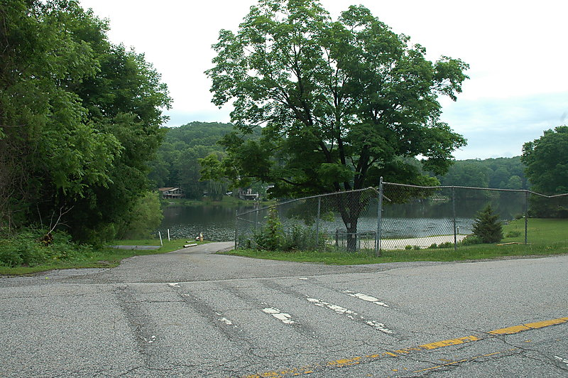 Photo of Entrance to boat ramp
