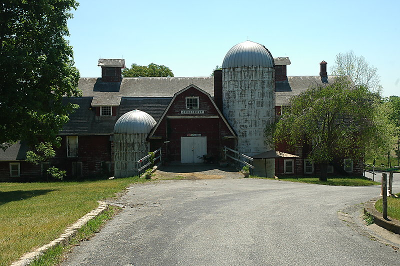 Photo of the barn